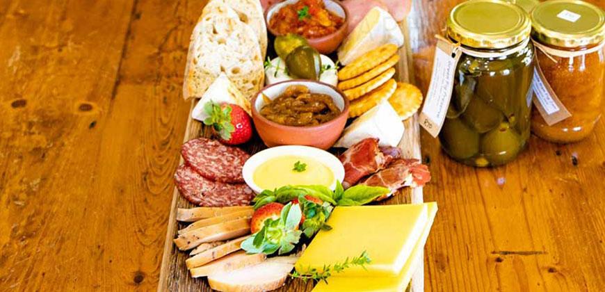cheese platter & wine pairings at Stettyn Wines